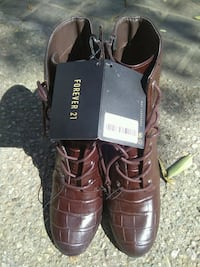 pair of brown leather boots Los Angeles, 90017