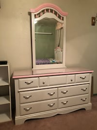 White and pink wooden dresser with mirror Hayward, 94541