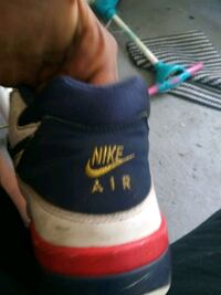 unpaired blue and white Nike Air shoe Ocala, 34480