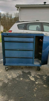 blue wooden 3-drawer chest North East, 21901