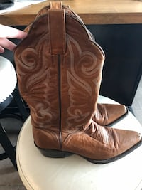 Women's leather cowboy boots Toronto, M5V 3Y2