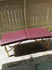 Fold up massage table great for relaxing 17 mi