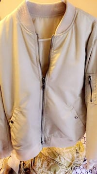 women's white zip-up jacket Hyattsville, 20783