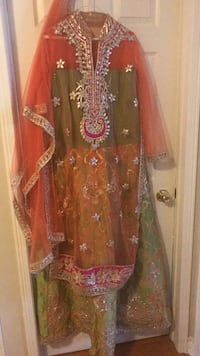 Women's red and brown floral traditional dress 549 km