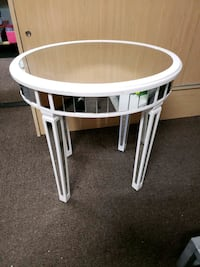 Mirrored glass top accent table Las Vegas, 89122