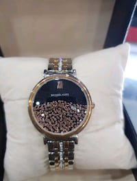 round gold-colored analog watch with link bracelet Surrey, V3X 1P3