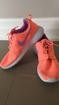 Women's Nike shoes size 8