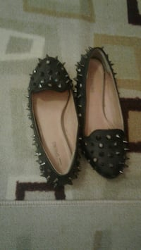 pair of black leather flats. Size 6  Toronto, M5A 3Y9