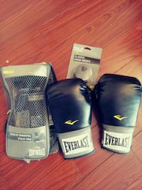 pair of black Everlast boxing gloves Triangle, 22172