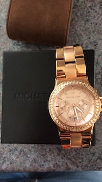 round gold Michael Kors chronograph watch with gold link bracelet Saint-Jean-sur-Richelieu, J2W 1R5