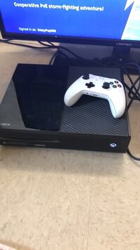 Xbox One console with controller Hummelstown, 17036