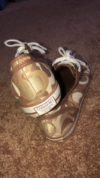 Women's coach shoes barley used size 7 Athens, 30605
