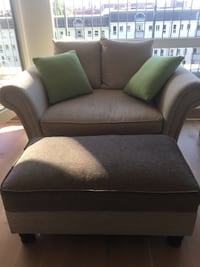 Top quality seat bundle. Perfect for small living rooms. 6726 km