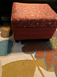 modern red ottoman. lightly used. great shape Ladson, 29456