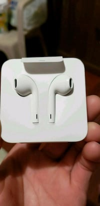 white Apple EarPods with case Rockville, 20851
