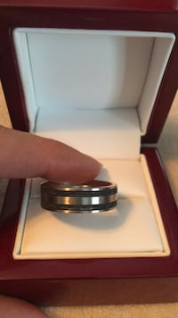 Two tone men's stainless steel ring size 11 Smithville, L0R 2A0