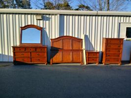 Queen Oak Bedroom set