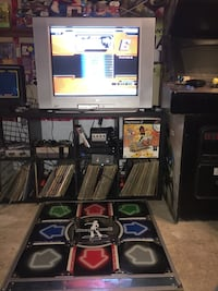 DDR METAL MAT for ps2 Xbox or pc comes with a couple games and plugs Brampton, L6V