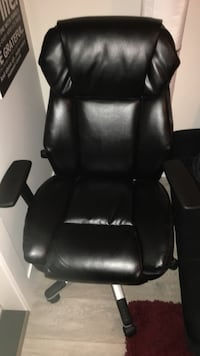 Like new black office chair bonded leather Vancouver, V5S 2S2