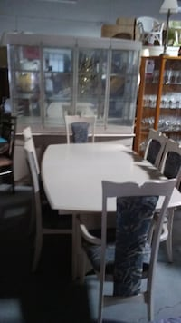 """SPECIAL"" THIS SATURDAY ONLY 9 pcs dining set in great condition"