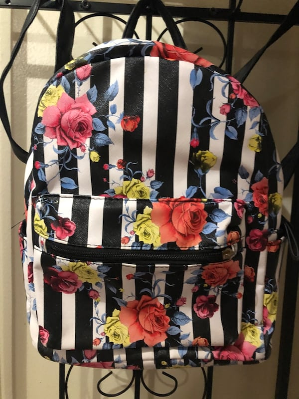 Floral purse/backpack 35d208b2-bd88-4166-ade0-cf502ebcaa62