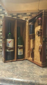 Wine case with accessories never been used Brampton, L6T 1S8