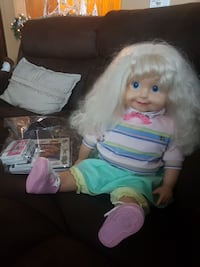 Cricket doll perfect condition with battries  Calgary, T3H 3B1