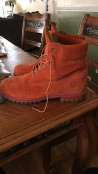 pair of brown Timberland work boots Akron, 44301