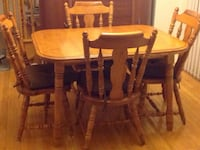 Wood table 4 chairs Vaughan, L6A 2Y2