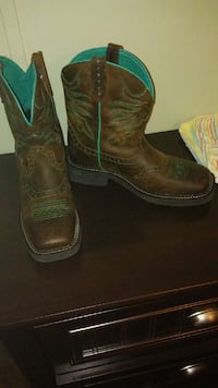 brown and green leather cowboy boots North Terre Haute, 47805