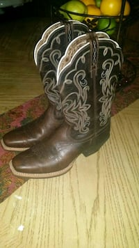 pair of brown leather cowboy boots Baytown, 77523