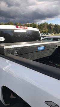 black and gray Kobalt truck saddle box null