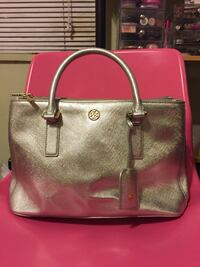 Authentic tory burch mini robinson Toronto, M4J 2L1