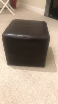 Brown leather padded ottoman chair Gaithersburg, 20878
