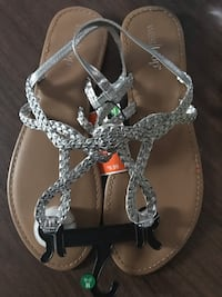 Cute sandals brand new size 7/8 Moline, 61265