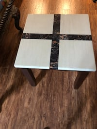 Side table Vaughan, L6A 1P8