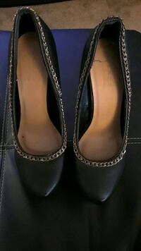 pair of black leather heeled shoes 1623 mi