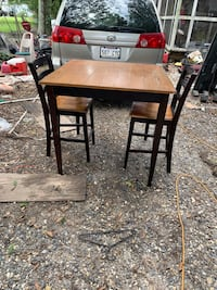 Table and chairs Des Allemands, 70030