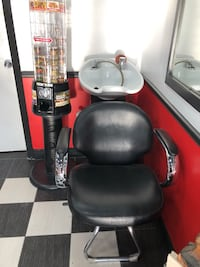 Black and gray leather office rolling chair Toronto, M6N