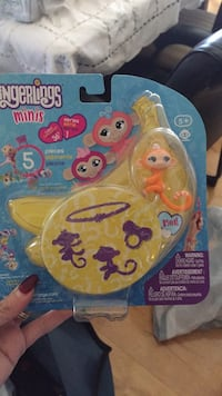 Brand new mini fingerlings. Comes with three, plus charm and bracelet. My child l ces theirs!!!  Laval, H7Y 2C1