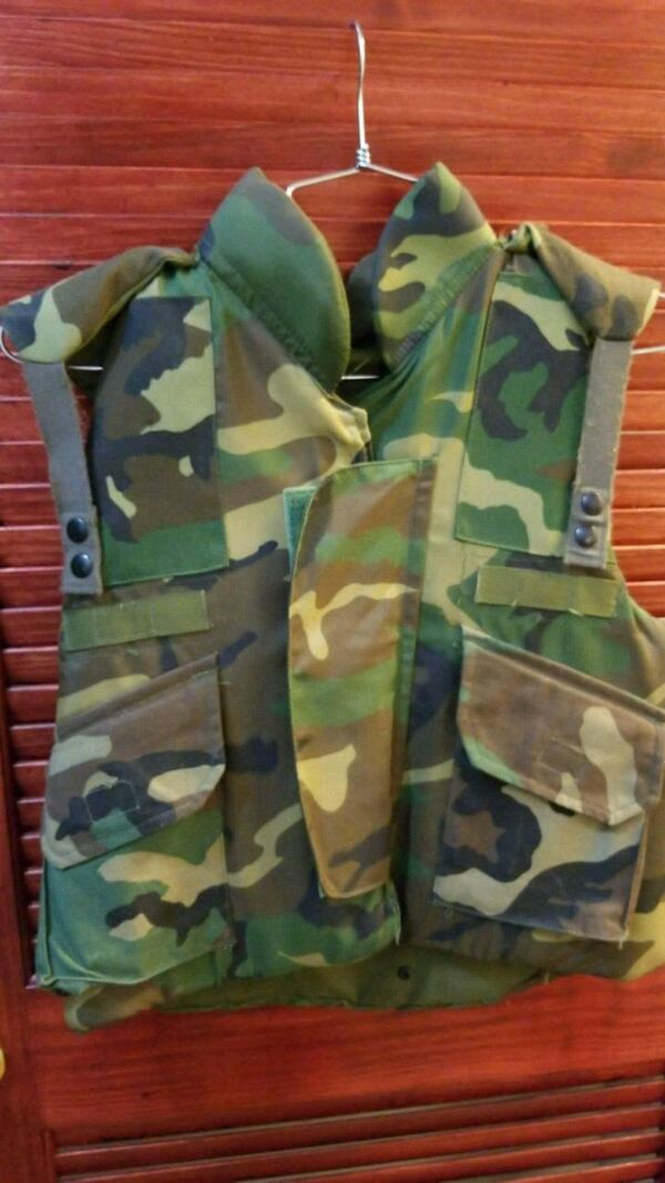 Body Armor, FRAGMENTATION Protective Vest (U.S. Army Issue) 0