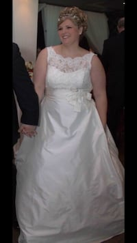 Paloma blanca wedding dress 2013 $600 obo Burlington, L7N 2E8
