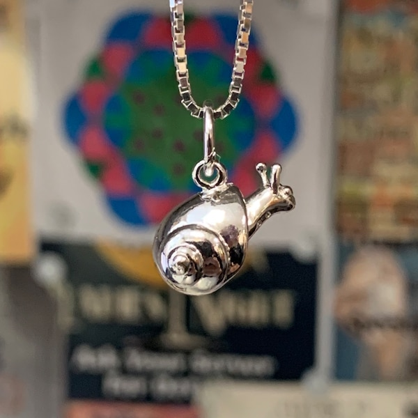 Genuine Sterling Silver Snail Pendant with Sterling Box Chain 1fb74aee-fd4e-4d9a-a312-81e799925765