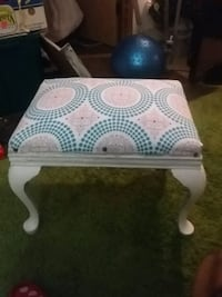 Small bench 24 inches tall Las Vegas, 89169