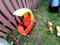 Old plastic kids car in great condition Barrie, L4N 5B1
