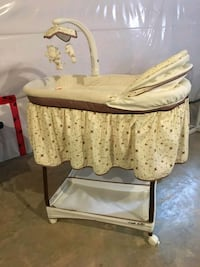 Bassinet in excellent condition 1961 km