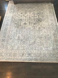 5x7 white and grey rug  3141 km