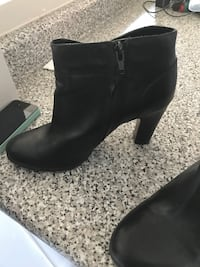 Naturalizer leather ankle boots with heel size 7.5