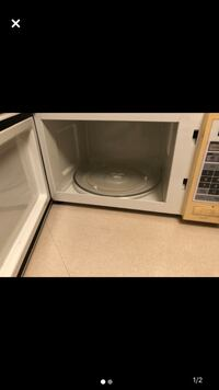 Microwave good condition for sale 15$ Laval, H7M 5C1