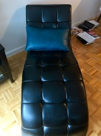 Stylish black Chase Lounge in excellent condition ! New York, 10280